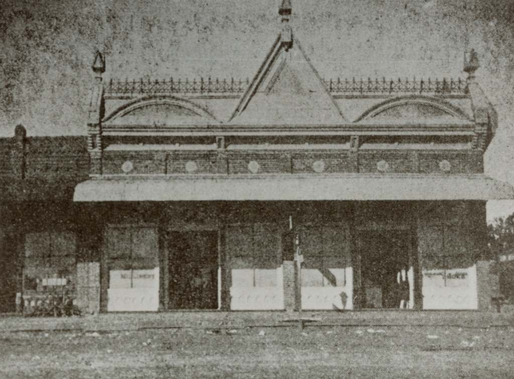 Close up of Layden building, 1899.  You can see this at far right in the picture above. Although this shot was taken from the tracks, byt this time Layden had added on the the building in the rear to make a new entrance on Main St.
